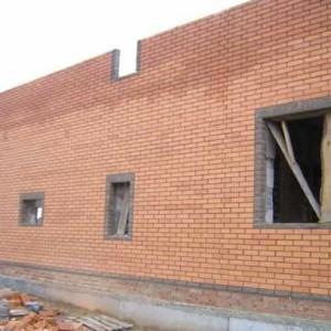 стены кирпичного дома