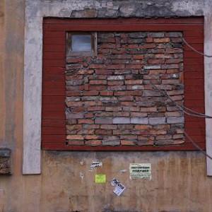 закладываем окно кирпичом