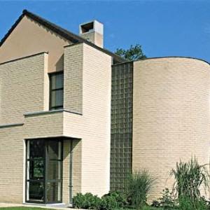 элитное здание из кирпича ручной формовки