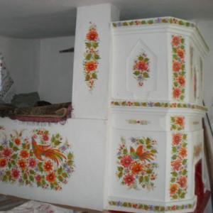 расписанная печь после окраски