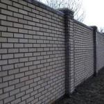 Из какого кирпича и какой забор лучше построить