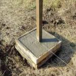 Как бетонировать столбы для забора
