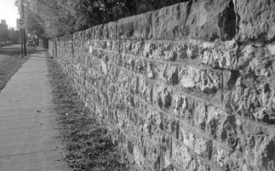 Виды заборов из камня