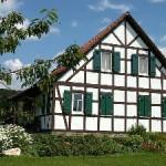 Плюсы и минусы строительства каркасных домов в стиле фахверк