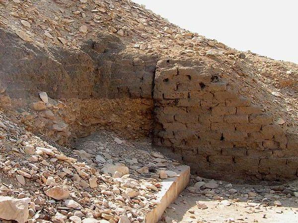 кирпичная стена древнего египта