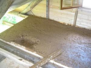 утепление потолка бани глиной