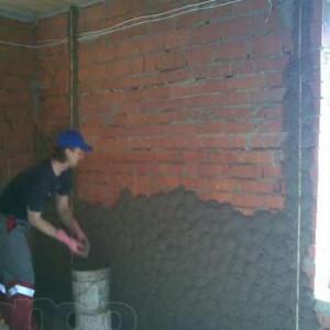 правильная штукатурка кирпичной стены