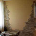 Укладка гипсовой плитки на кирпичную стену