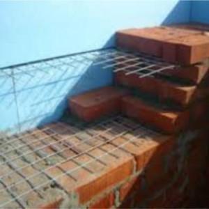 первоначально необходимо разобрать поврежденный участок стены
