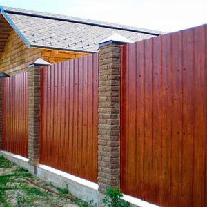 Забор из профлиста и кирпича подготовка к строительству