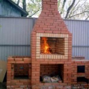 Уличная кирпичная двухкомфорочная дровяная печь