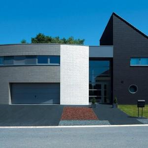 дом из черного кирпича пример