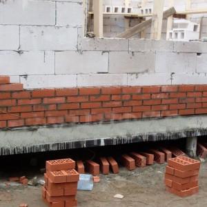 монтаж кирпичного дома на свайный фундамент