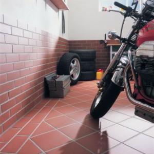 отделка гаража клинкером фото