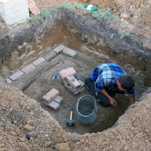 яма под погреб а так же используемые инструменты